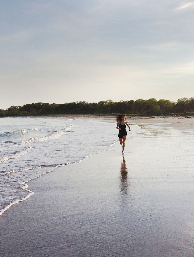 IMG_5675-clean-living-guide-barefoot-running-beach-fitness-wellness-tips-chi-running